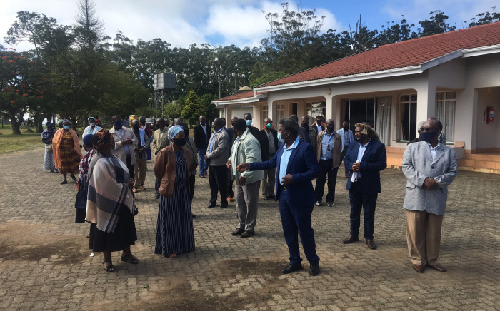 Mourners have started gathering outside the Khethomthandayo Royal Palace in Nongoma. The body of the late #KingZwelithini kaBhekuzulu is expected to arrive here today. The family is expected to meet and then give an update on funeral arrangements. Picture: Nkosikhona Duma/EWN