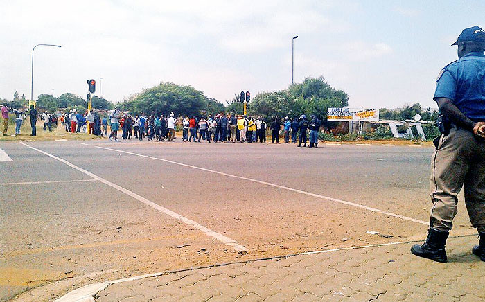 Soweto police have confirmed one person has been arrested after opening fire on protesting residents from the Thembelihle township on 25 February 2015. Picture: @JMPDSafety.
