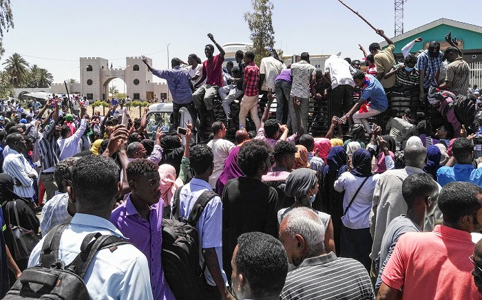 FILE: Sudanese protesters rally in front of the military headquarters in the capital Khartoum on 8 April 2019.  Picture: AFP