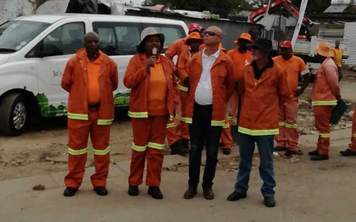 City of Joburg Transport MMC Nonhlanhla Makhuba (second left) with members of the Joburg Roads Agency in Ivory Park. Picture: @MyJRA/Twitter