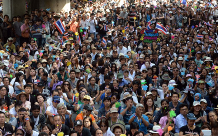 FILE :Anti-government protestors outside the main gate of the police headquarters during a protest in Bangkok on 1 December 2013. Picture: AFP.