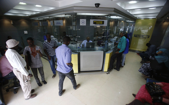 Sudanese people queue at a foreign exchange dealer in central Khartoum on 12 October 2017. Picture: AFP.