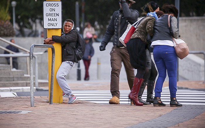 FILE: Capetonians get blown around the city by strong winds. Picture: Thomas Holder/EWN.