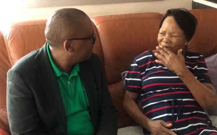 Gauteng Health MEC Bandile Masuku visited 76-year-old Martha Marais on 5 January 2020. Picture: Nthakoana Ngatane/EWN