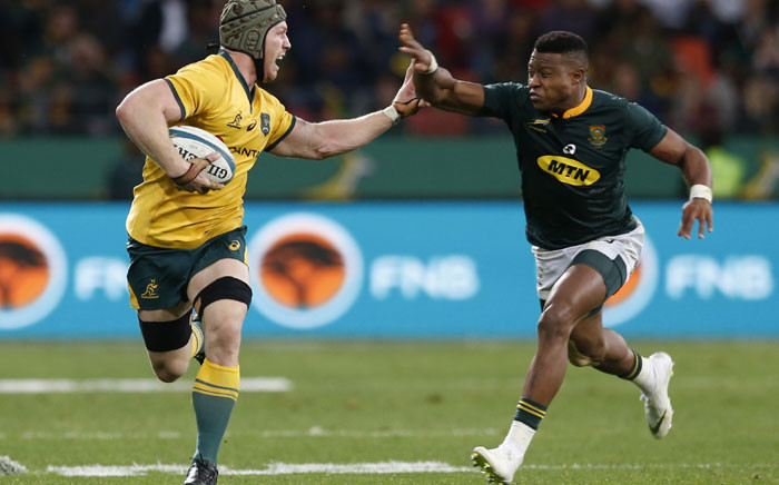 FILE: Australia's David Pocock (L) holds off South Africa's Aphiwe Dyantyi during the Rugby Championship match between South Africa and Australia at Nelson Mandela Bay Stadium in Port Elizabeth, South Africa, on 19 September 2018. Picture: AFP