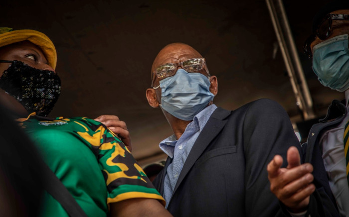 FILE: ANC secretary general Ace Magashule addresses supporters outside the Bloemfontein Magistrates Court where he appeared on 13 November 2020 on corruption-related charges. Picture: Abigail Javier/EWN