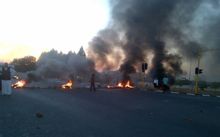 FILE: Ennerdale residents blocked the main roads and burned tyres during service delivery protests in the area in October 2014. Picture: Valencia Khan/iWitness