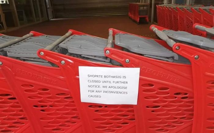 Closure sign at Shoprite store in Bothasig. Image: Johanna Kotze on Facebook.