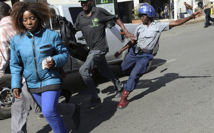 Police clash with residents in Harare, Zimbabwe on 16 August 2019. Picture: @OpenParlyZw/Twitter.