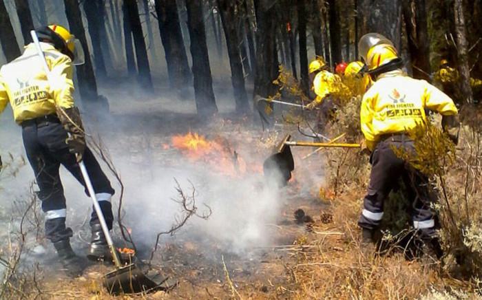Working on Fire firefighters battle a blaze in the Helderberg in the Western Cape. Picture: @wo_fire/Twitter