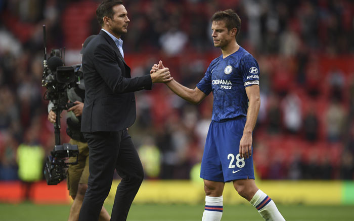 Chelsea's English head coach Frank Lampard (L) shakes hands with Chelsea's Spanish defender Cesar Azpilicueta on the pitch at the final whistle in the English Premier League football match between Manchester United on 11 August 2019.  Picture: AFP