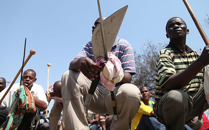 Lonmin miners rest during a protest march, over wages. Picture: Taurai Maduna/EWN.