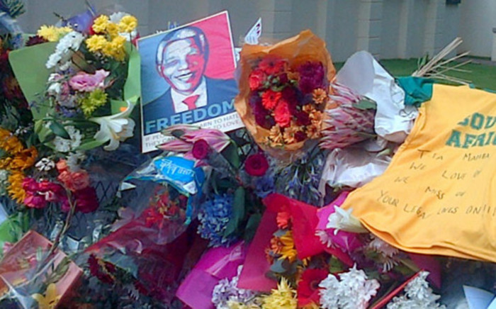 Tributes outside Nelson Mandela's Houghton home. Picture: iWitness.