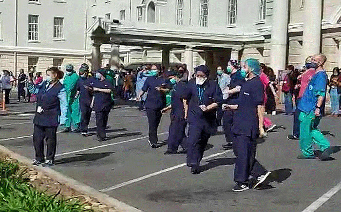 """Healthcare workers at Groote Schuur, trying to stay positive, do the """"Jerusalema"""" dance challenge. Picture:  Kevin Brandt/EWN"""