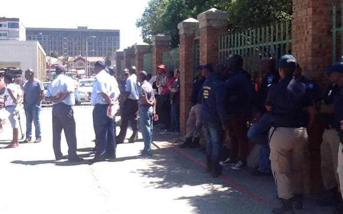 Police monitor the situation outside the Boksburg Magistrates Court on 14 November 2014 after charges were withdrawn against Thamsanqa Twala. Picture: Mia Lindeque/EWN.