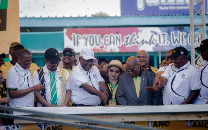 President Cyril Ramaphosa cuts the ANC's birthday cake during its 108th celebrations in the Northern Cape. Picture: Sethembiso Zulu/EWN.