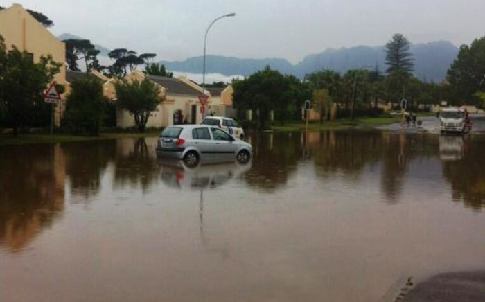 Flooding in Somerset West has left cars stranded after heavy rains on 15 November 2013. Picture: Chanel September/EWN.