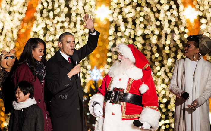 US President Barack Obama and the First Family join performers to sing Christmas songs on the Ellipse of the National Mall 3 December, 2015 in Washington, DC. Picture: AFP.
