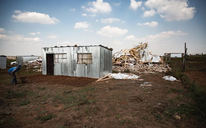 Residents of Kokotela informal settlement, in Lawley, rebuild their homes after 80 shacks were destroyed by the Red Ants. Picture: Sethembiso Zulu/EWN.