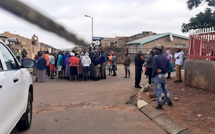 The community of Ward 130 in Naledi, Soweto, on 11 November 2020 barricaded roads with rocks and burning tires and disrupted voting for by-elections due to power cuts in the area. Picture: @JoburgMPD/Twitter