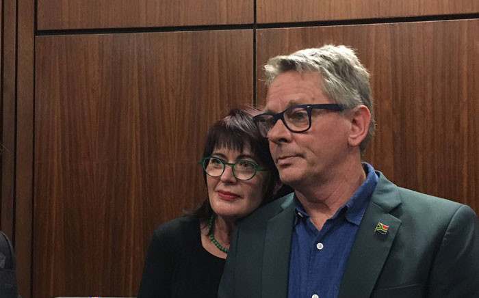 The couple that's taken government to court over anti-cannabis laws, Myrtle Clark and Julian Stobbs. Picture: Katleho Sekgotho/EWN.