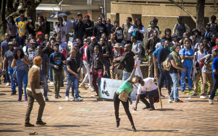 FILE: Students at Wits throw bricks at private security stationed outside Senate House during FeesMustFall protests. Picture: Thomas Holder/EWN