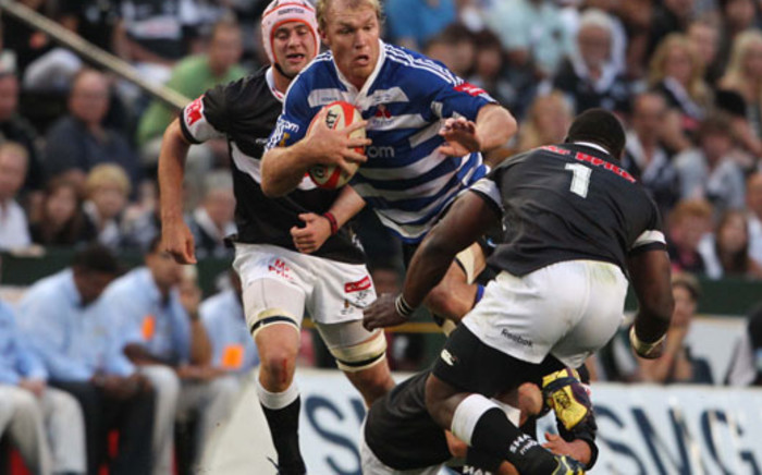 Western Province flank Schalk Burger(C) breaks through a tackle during the Absa Currie Cup Final match between the Sharks and Vodacom Western Province.Picture: AFP/STRINGER