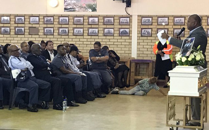 Police Minister Bheki Cele and other officials are pictured on 28 December 2019, as Cape Town Mayor Dan Plato addresses mourners during the funeral of Valentino Grootetjie, 5, who was killed by a stray bullet in Lavender Hill on 21 December. Picture: Kevin Brandt/EWN.