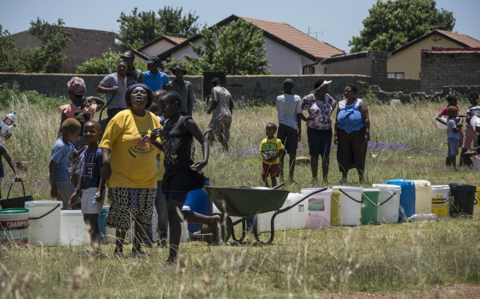 FILE: Emfuleni residents queue for water on 8 January 2018 amid water cuts in the municipality. Picture: Ihsaan Haffejee/EWN.