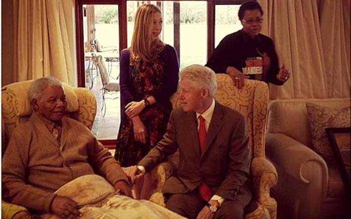 FILE:Former US President Bill Clinton and his daughter Chelsea meet Nelson Mandela and his wife Graca Machel in Qunu. Picture: Mbuso Mandela via Twitter