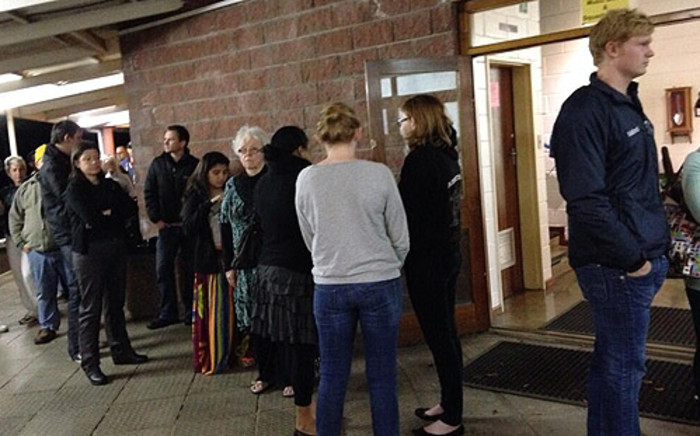 People queue to cast their votes at Westerford High School in Rondebosch in Cape Town. Picture: Carmel Loggenberg/EWN.