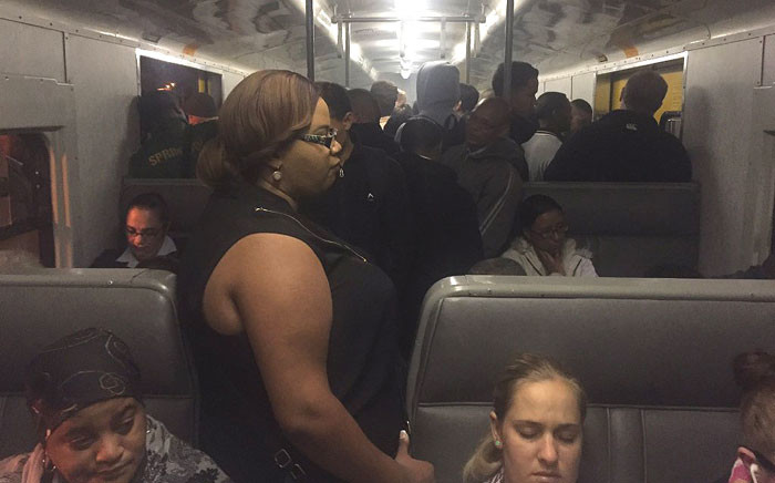 FILE: Metrorail commuters were crammed onto a train travelling to Cape Town on 7 April 2016. Picture: Monique Mortlock/EWN.