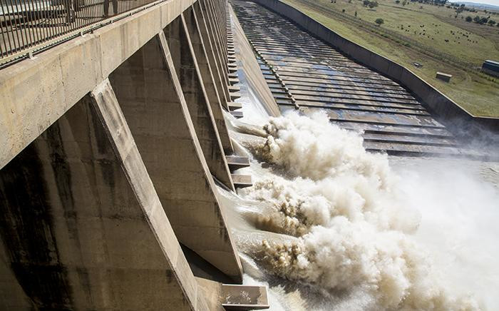 FILE: About 400,000 cubic metres of water was released from the Vaal Dam on 26 February 2017 after the dam reached 97.8% capacity following heavy rains across Gauteng. Picture: EWN