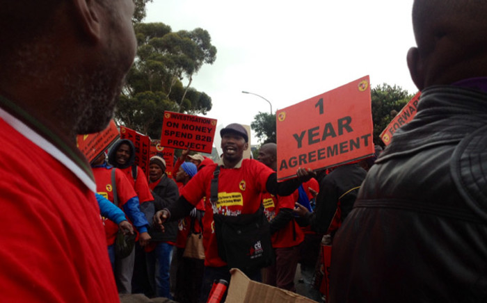 FILE: Hundreds of National Union of Metalworkers of South Africa (Numsa) members in Cape Town took to the street to demand pay hike in a nationwide strikeon 1 July 2014. Picture: Aletta Gardner/EWN