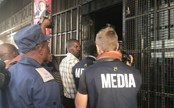 FILE: A scuffle broke out after journalists were invited to come into the MDC Alliance headquarters in Harare where police were conducting a search operation during the 2018 elections. Picture: Masechaba Sefularo/EWN