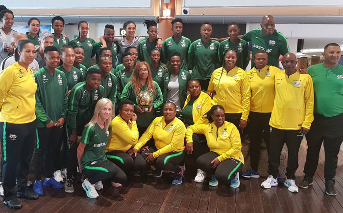 FILE: Banyana Banyana head coach Desiree Ellis, seen here with her team and other staff members on 10 January, won CAF Coach of the Year Award. Picture: @Banyana_Banyana/Twitter