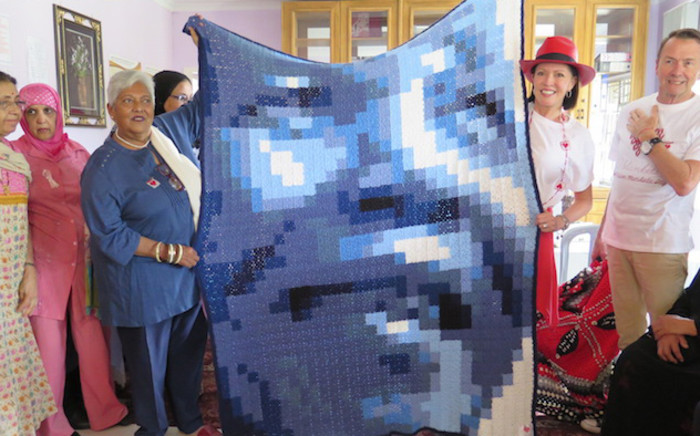 Carolyn Steyn joined by community members at Lenasia Cancer Society to pledge support for 67 Blankets initiative. Picture: Louise McAuliffe/EWN