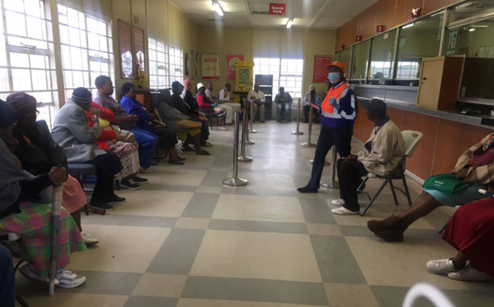 FILE: Beneficiaries waiting to collect their social grants at the Pimville Post Office in Soweto on 31 March 2020. Picture: Kgomotso Modise/EWN