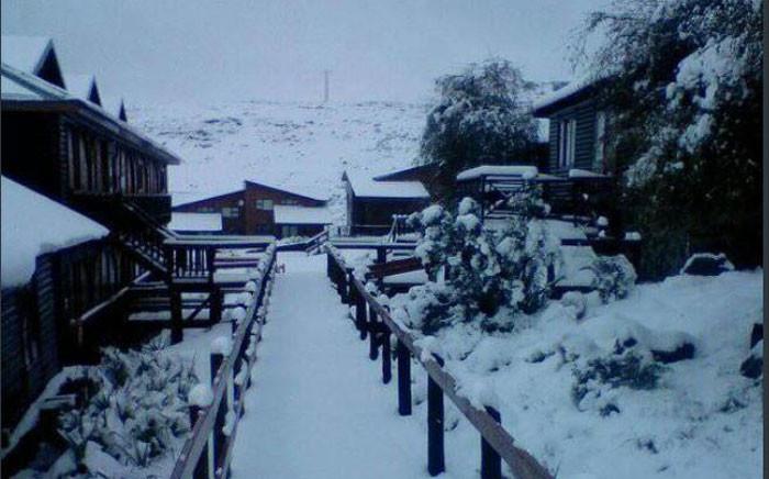 Lots of snow on Thursday morning in the Eastern Cape, Drakensberg. Picture: @SnowReportSA/Twitter