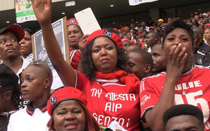 Orlando Pirates supporters cry during the funeral service of Senzo Meyiwa at the Moses Mabhida Stadium in Durban, Saturday 1 November 2014. Picture: Vumani Mkhize/EWN.