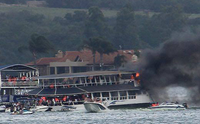 A boat caught fire in the Hartbeespoort Dam on 19 November 2016. Picture: Hartbeespoort Emergency Rescue Unit/Facebook.com.