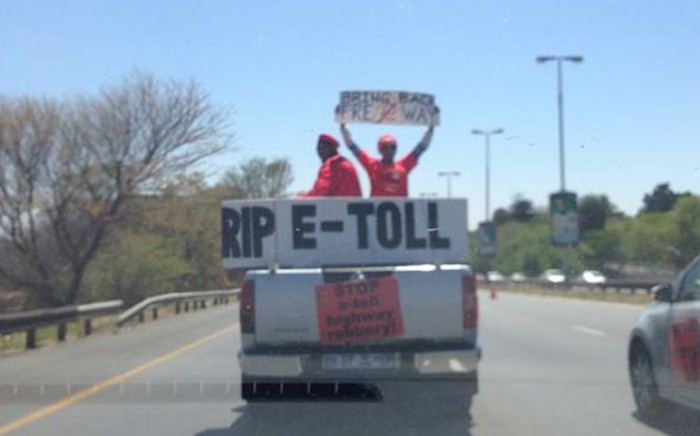 FILE. Anti e-toll protestors are now waiting for a response from Sanral after burning their e-tolls bills. Picture: EWN
