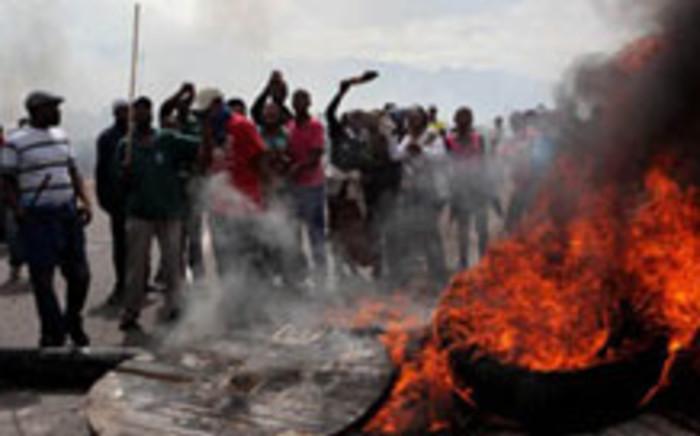 Western Cape police arrested a dozen violent protesters at the Du Noon informal settlement.