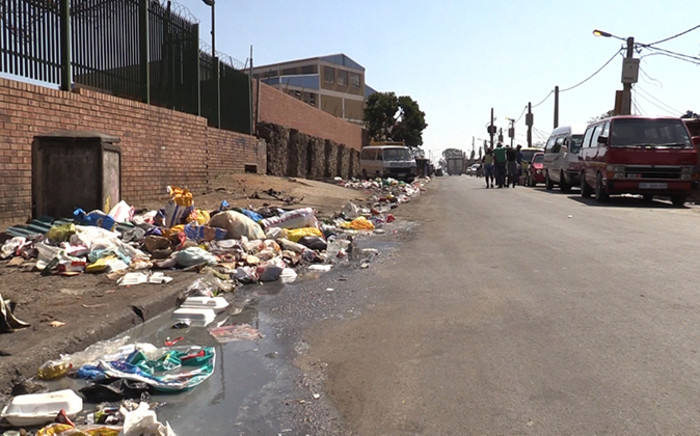 A polluted street on Alexandra's 1st avenue. The township is infested by rats and they are wreaking havoc in the area. Picture: Vumani Mkhize/EWN.