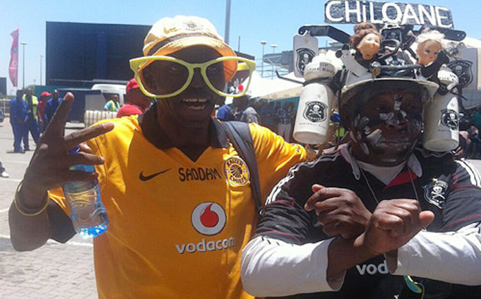 """FILE: Football fans are gearing up ahead of the MTN8 final between the Bucs and Amakhozi tonight. Picture:Tholakele Mnganga/EWN"""""""