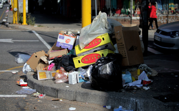FILE: Rubbish piles up on Louis Botha Avenue due to the ongoing strike action by Piki Tup. Picture: EWN