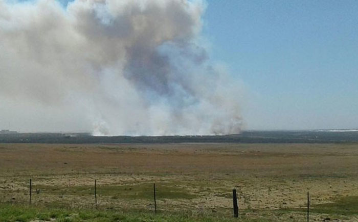 A veld fire burns just off the West Coast Road, near the Koeberg Nuclear Power Station. Picture: Ilze-Marie Meintjies/EWN