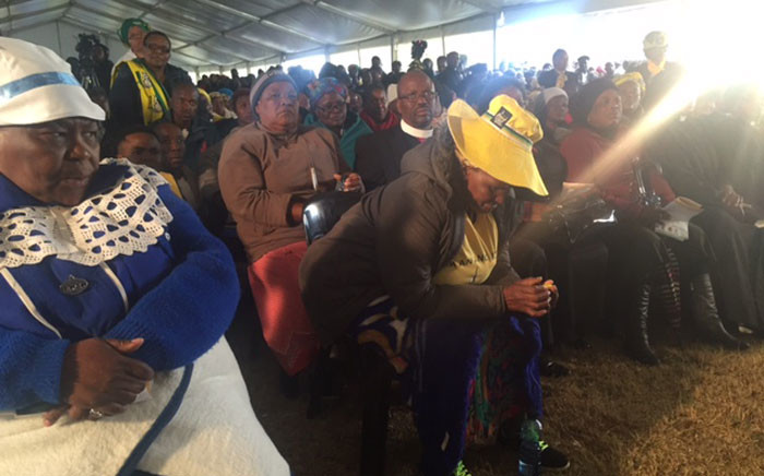 Friends, family members and ANC members rather at the Ditselana Centre to pay tributes to the bus crash victims. Picture: Kgothatso Mogale/EWN.