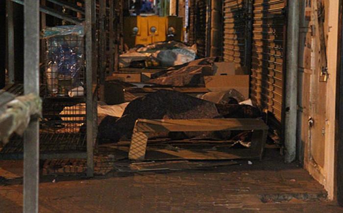 Homeless people sleeping outside a shop in the Joburg CBD. Picture: Taurai Maduna/EWN