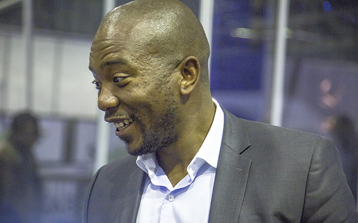 DA Leader Mmusi Maimane took time out to talk to and take pictures with people at the IEC National Results centre in Pretoria on 4 August 2016. Picture: Reinart Toerien/EWN.